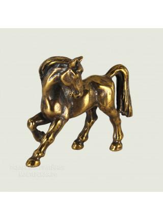 Игривый конь